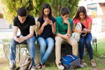 समाज सार्थक संचार से दूर